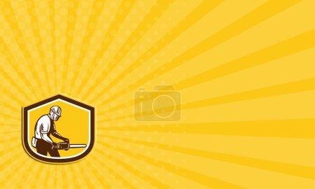Photo pour Carte de visite, montrant l'illustration du bûcheron élagage arbre chirurgien actionnant une tronçonneuse mis à l'intérieur de la forme de crête de bouclier sur fond blanc isolé, fait dans un style rétro. - image libre de droit