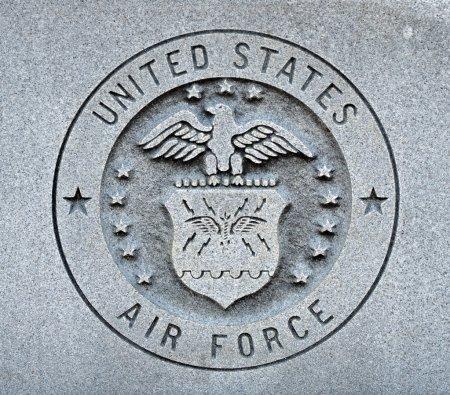 Photo pour Le sceau de l'united states air force gravée dans le granit - image libre de droit