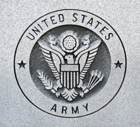 Photo pour Le sceau de l'united states army gravée dans le granit - image libre de droit