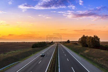 Photo pour Vitesse des voitures sur une autoroute, Hongrie - image libre de droit