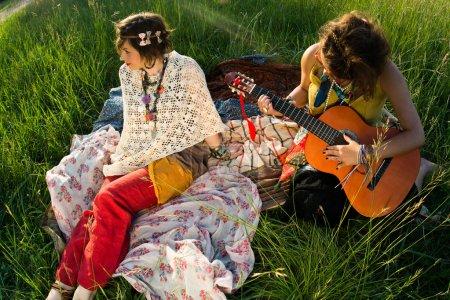 Photo pour Les gens du festival - jouer de la musique - image libre de droit