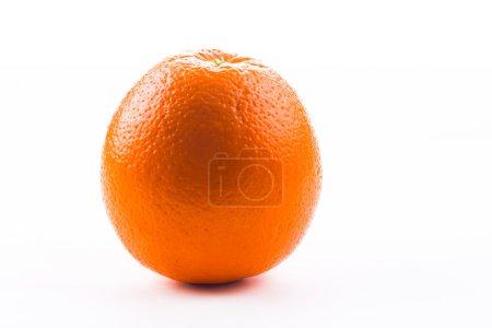Photo pour Orange mûre isolé sur fond blanc - image libre de droit