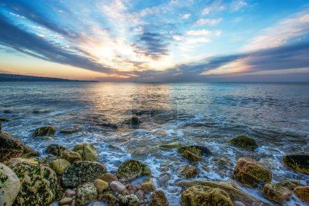 Photo pour Lever de soleil océanique et nuages spectaculaires - image libre de droit