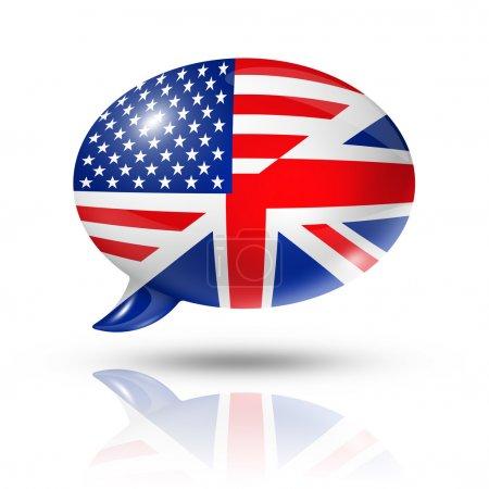 Photo pour Trois dimensions uk et drapeaux usa dans un discours prononcé à bulle isolé sur blanc avec un tracé de détourage - image libre de droit