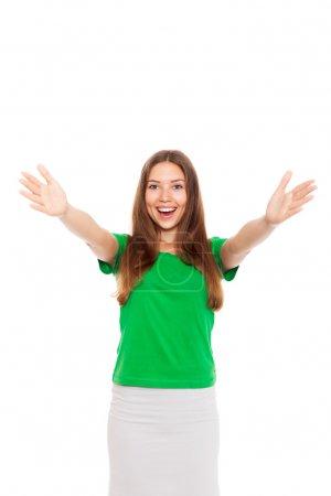 Photo pour Sourire adolescent excité fille tenir les mains levées bras paumes à vous, isolé sur fond blanc concept de liberté étudiant heureux, jeune jolie femme nous demandant de venir étreinte - image libre de droit