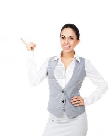 Photo pour Femme d'affaires sourire point doigt pour espace copie vide, côté pointage affaires femme montrant, concept du produit de la publicité. isolé sur fond blanc - image libre de droit