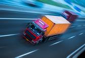 Pohyb kamiony na dálnici