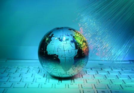 Foto de Estilo de tecnología mundial mapa trasfondo fibra óptica - Imagen libre de derechos