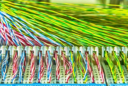 Photo pour Interrupteur et panneau de raccordement de câbles réseau - image libre de droit