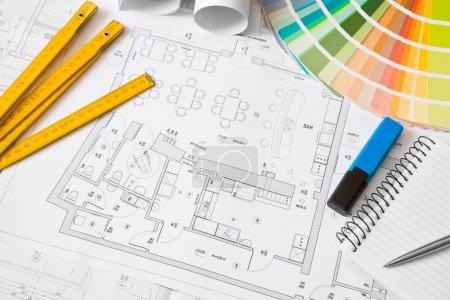 Photo pour Plan d'architecture dessin, objets de bureau - image libre de droit