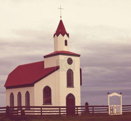 Photo pour Eglise sur la côte islandaise - image libre de droit