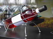 Láhev vína bílé label v podpoře