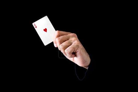 Photo pour Main tenant ace de coeur carte sur fond noir - image libre de droit