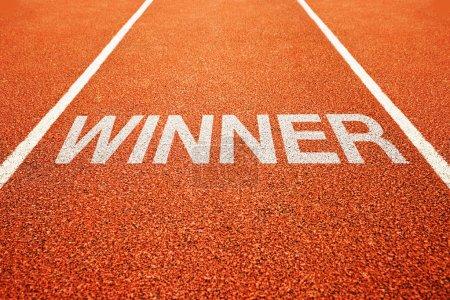 Photo pour Ruelle de vainqueur. vainqueur sur l'athlétisme tout ce temps d'athlétisme - image libre de droit