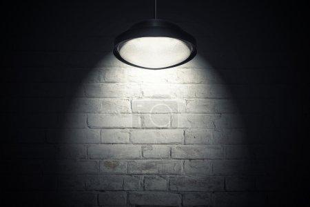 Mur blanc éclairé avec spot light