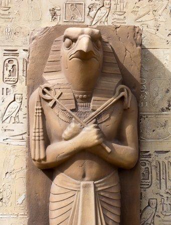 Photo pour Statue de Rê - Dieu Soleil - image libre de droit