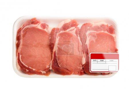 Photo pour Viandes rouges fraîches emballées dans un sac en polyéthylène. isolé sur blanc. - image libre de droit
