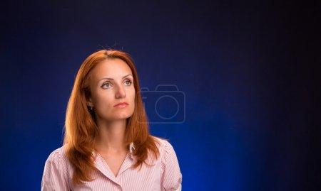 Portrait de femme belle rouquine