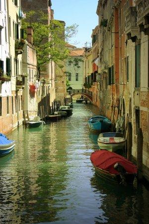Photo pour Canal de Venise. Villes italiennes - image libre de droit
