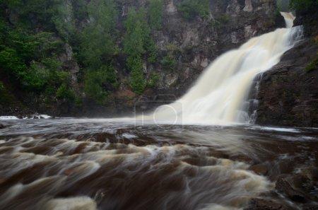 Photo pour Caribou Falls of the Caribou Rver dans le nord du Minnesota - image libre de droit
