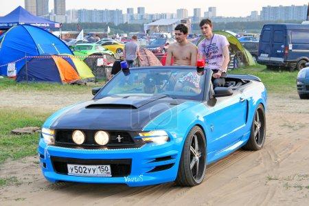 Photo pour Moscou, Russie - 6 juillet : mustang de ford voiture américaine de muscle exposées à l'autoexotica salon international annuel sur 6 juillet 2012 à Moscou, Russie - image libre de droit