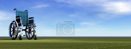 Photo pour Permanent de fauteuil roulant vide sur l'herbe verte par une belle journée - image libre de droit