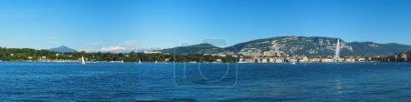 Photo pour Vue panoramique de la région de Genève avec les Fontaine, lac, saleva et Alpes montagnes (mont blanc) par une belle journée, Suisse - image libre de droit