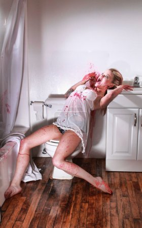 Foto de Escena del crimen sangriento en un cuarto de baño - Imagen libre de derechos