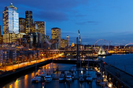 Seattle skyline, waterfront and Great Wheel at dus...