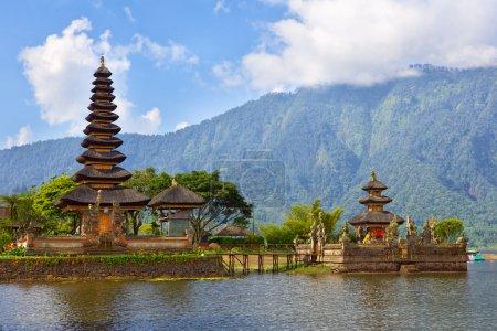 Photo pour Pura Ulun Danu sur le lac Bratan, Bali, Indonésie - image libre de droit