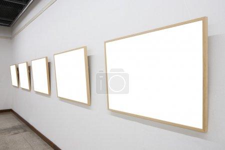 Photo pour Cadres vides dans le musée - image libre de droit