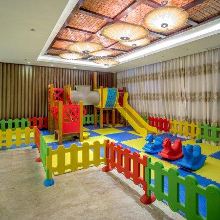 Photo pour Aire de jeux intérieure pour enfants - image libre de droit