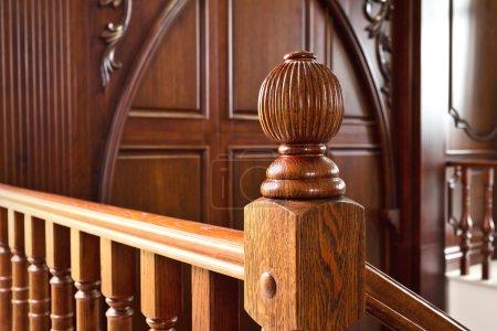 Photo pour Escaliers en bois de luxe - image libre de droit