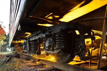 Photo pour Les roues de la locomotive à vapeur close-up - image libre de droit