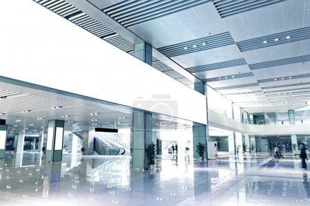 Photo pour Intérieur du bâtiment moderne - image libre de droit