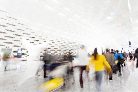 Photo pour Passager à l'aéroport. - image libre de droit