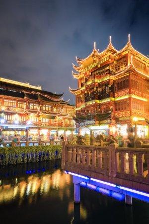 shanghai yuyuan at night