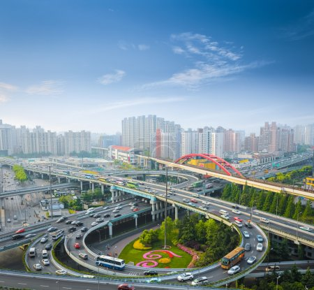 Photo pour Passage supérieur de la ville dans l'heure de pointe tôt le matin, shanghai, Chin - image libre de droit