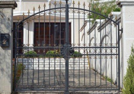 Photo pour Porte en métal moderne - image libre de droit