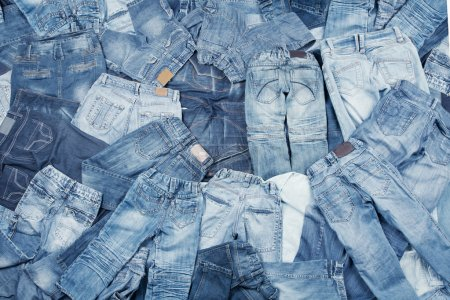 Photo pour Fond assortiment de jeans - image libre de droit