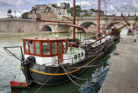 Barge.