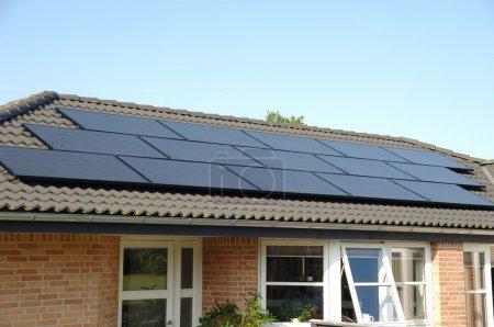 Foto de Los paneles solares en la parte superior del techo - Imagen libre de derechos