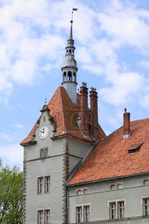 Photo pour Tour du palais Shoenborn près de Chynadiyovo, Ukraine - image libre de droit
