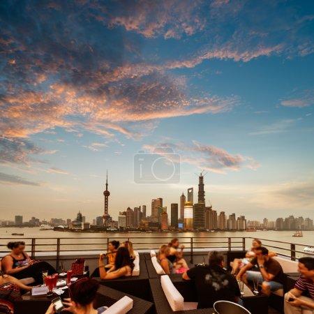 Photo pour Bar extérieur en shanghai, Chine - image libre de droit