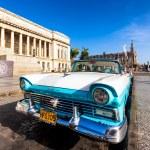 Постер, плакат: Classic Ford near the Capitol building in Cuba