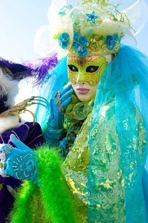 Photo pour VENISE - 05 MARS : Participant au Carnaval de Venise, un festival annuel qui commence environ deux semaines avant le mercredi des Cendres et se termine le mardi saint ou Mardi Gr - image libre de droit