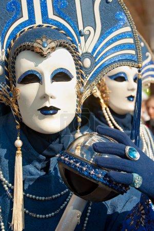 Photo pour VENISE - 05 MARS : Participant au Carnaval de Venise, un festival annuel qui commence environ deux semaines avant le Mercredi des Cendres et se termine sur Mardi Gras le 05-201 mars - image libre de droit