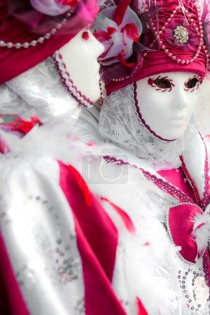 Photo pour VENISE - 05 MARS : Participant au Carnaval de Venise, un festival annuel qui commence environ deux semaines avant le Mercredi des Cendres et se termine sur Mardi Gras le 05 Mars 2011 à Venise, Italie . - image libre de droit