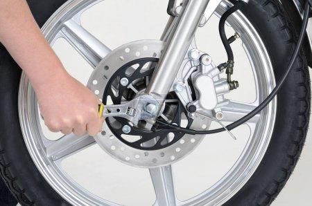 Tightening wheel
