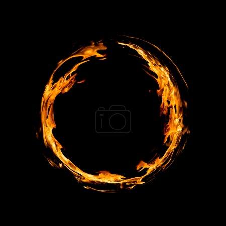 Photo pour Cercle de feu sur fond noir - image libre de droit